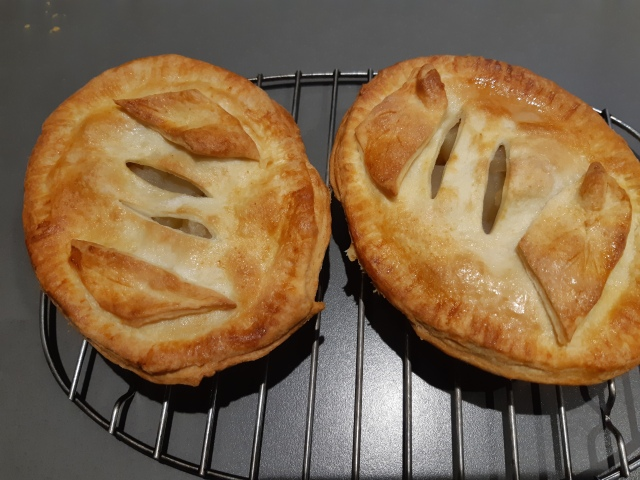 2 apple pies